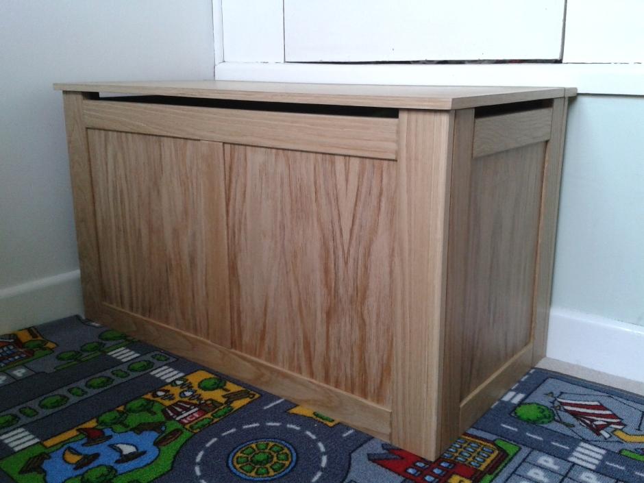 Custom toybox in Hilperton [1316]