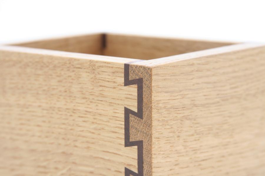 Double dovetail box [1598]