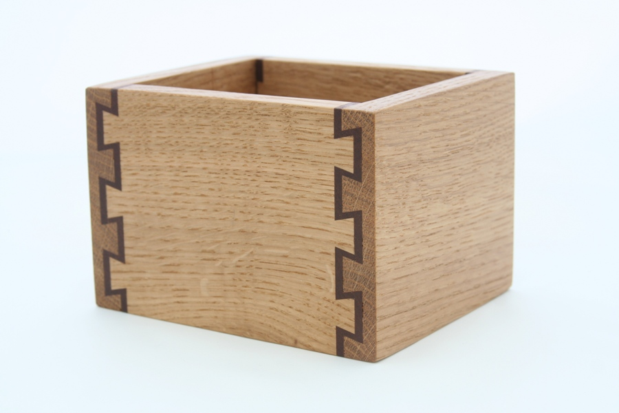 Double dovetail box [1598]